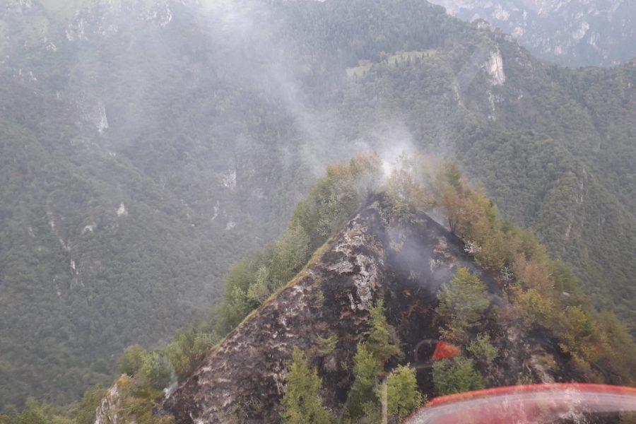 Incendio in Val Canzoi. Elicottero della Regione subito attivo