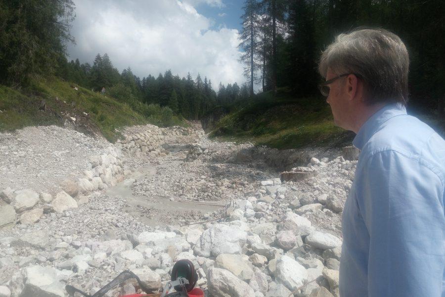 Al via pronto intervento per mitigare il rischio idrogeologicosuGiralba e Gravaseccanel Comune di Auronzo.Nuovo cantiere anche a Lago Scin a Cortina conseguente a una colata notturna