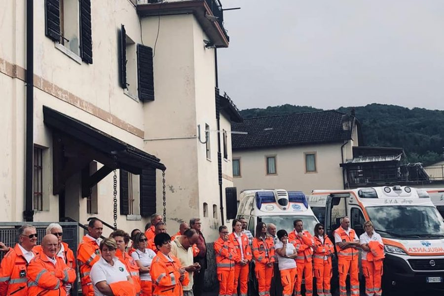 Benedizione ambulanze E.V.A. Alpago