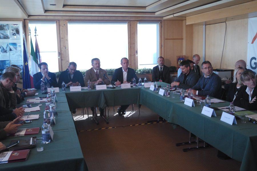 """Consiglio regionale riunito in Marmolada. Zaia: """"siamo qui per difendere i confini"""""""