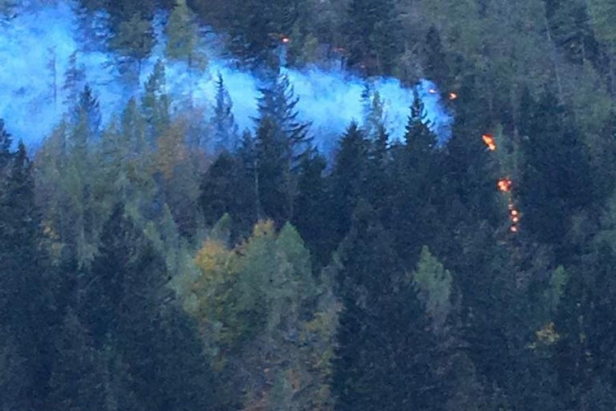 Domattina previsto il recupero degli escursionisti intrappolati dal fuoco