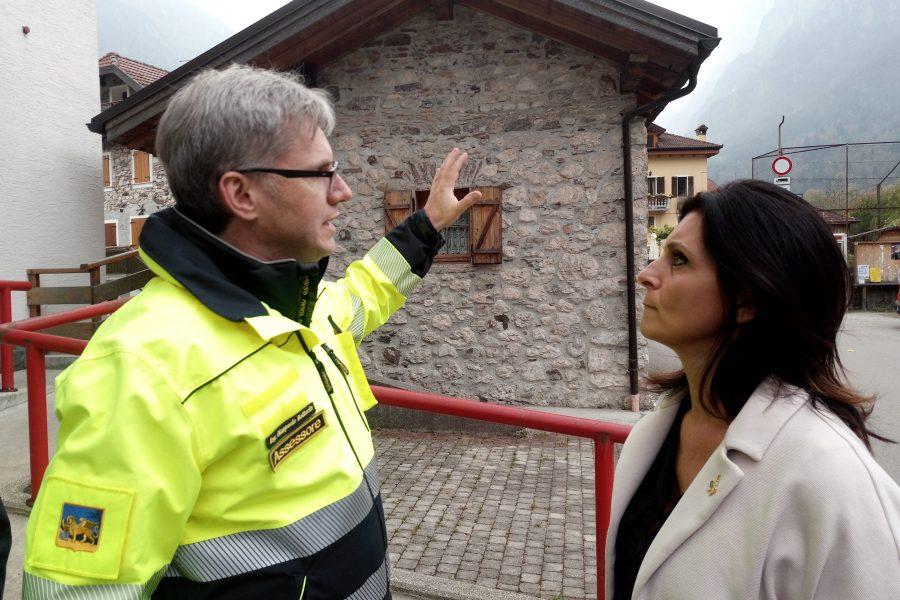 Il sottosegretario all'Ambiente Gava in sopralluogo all'incendio con l'assessore Bottacin