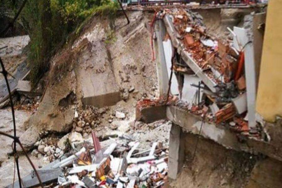 Frazioni evacuate, paesi isolati, case scoperchiate, linee elettriche assenti, esondazioni e crolli