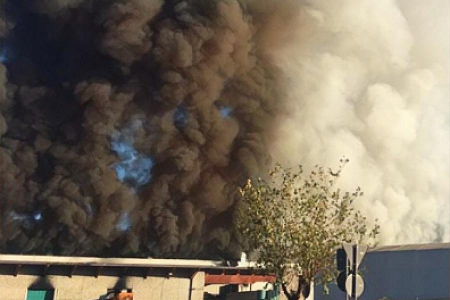 """Incendio deposito rifiuti a Roma.  L'assessore Bottacin: """"Pronto a esportare il modello veneto per rispondere a questo tipo di situazioni"""""""