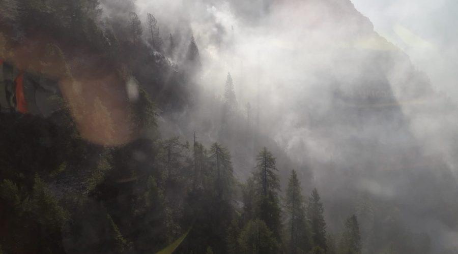 In miglioramento la situazione relativa all'incendio sopra Cortina