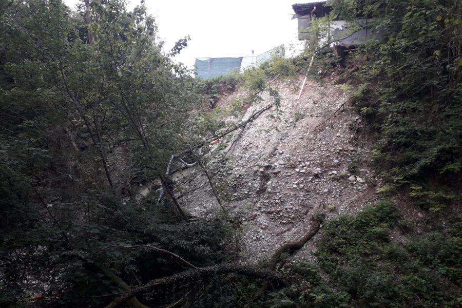 Servizi Forestali Regionali a La Rossa per fortificare le scogliere a protezione dell'area sportiva