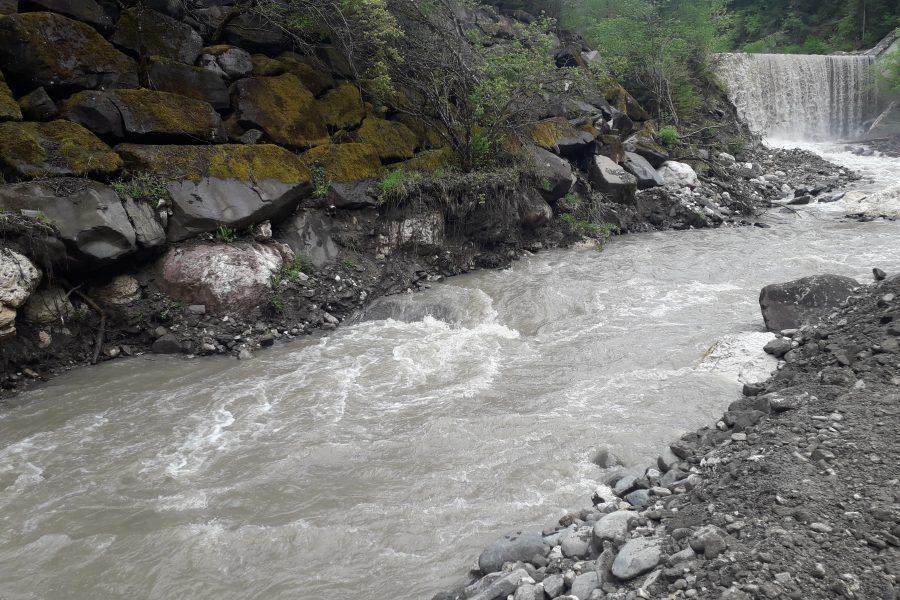 Importanti lavori in corso sul torrente Fiorentina tra i comuni di Selva di Cadore e Colle Santa Lucia
