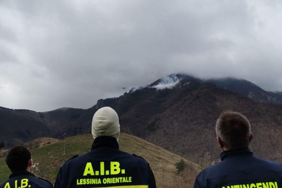 """Incendio boschivo a Crespadoro. Bottacin: """"tempestivo intervento e ottimo coordinamento"""""""