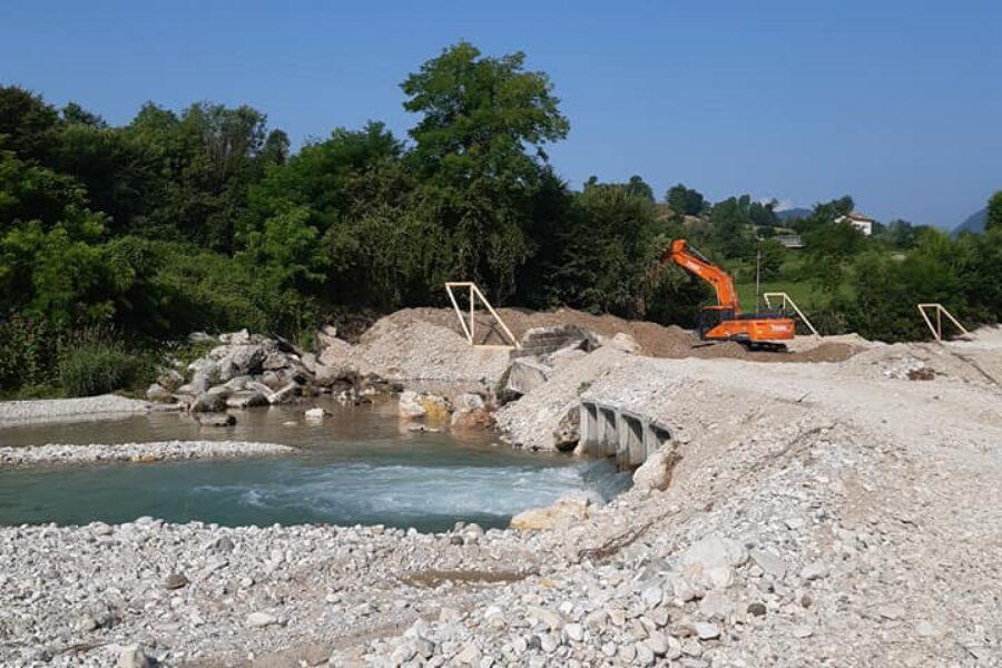 """Al via nuovi lavori sul fiume Sonna in comune di Feltre. L'assessore Bottacin: """"prosegue il nostro lavoro di tracciatura, ripristino della sicurezza e aumento della resilienza del territorio"""""""