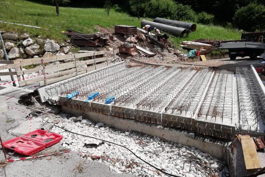 """Nuovo ponte in Val di Frela ad Agordo, nel pomeriggio la riapertura al pubblico. L'assessore Bottacin: """"lavori a tempo di record"""""""
